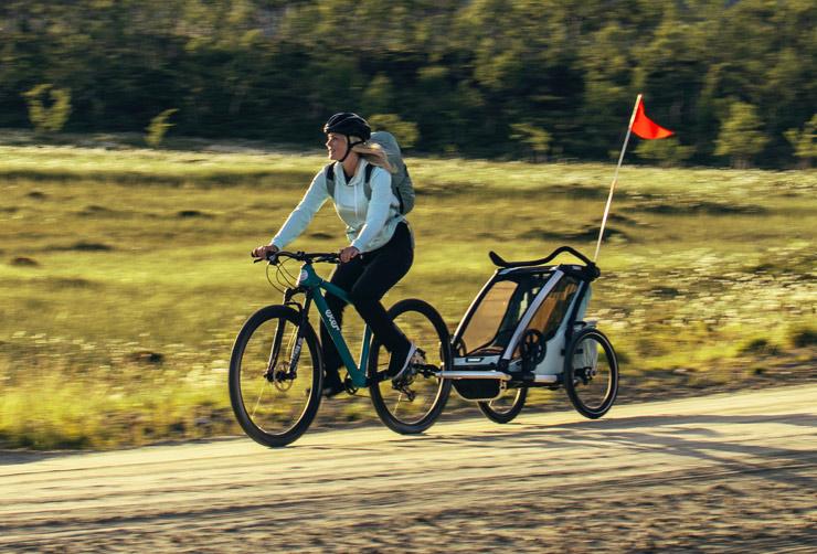 Thule, Chariot Cross 1 - Przyczepka rowerowa dla dziecka z chorągiewką
