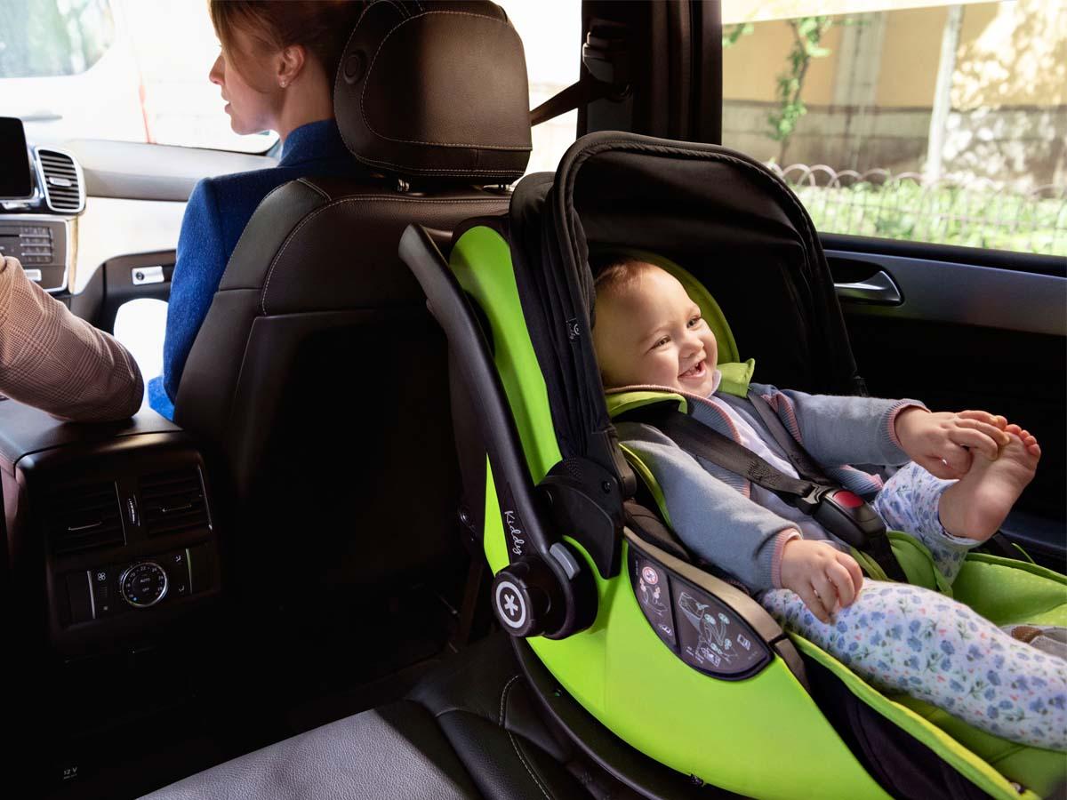 Fotelik samochodowy, podróż, bezpieczeństwo
